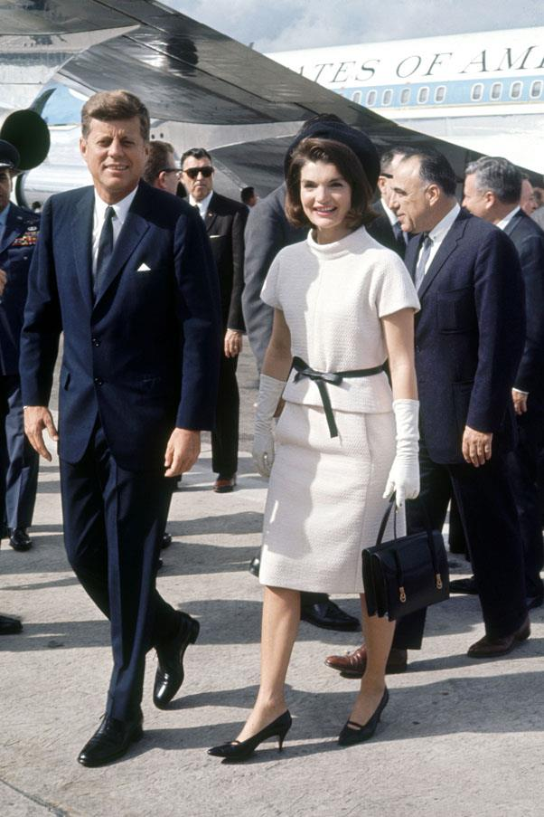 <strong>1953</strong> <br><br> John F Kennedy and Jackie O
