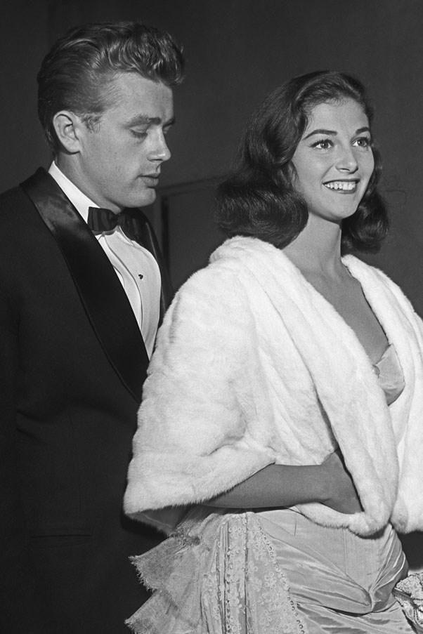 <strong>1954</strong> <br><br> Pier Angeli and James Dean