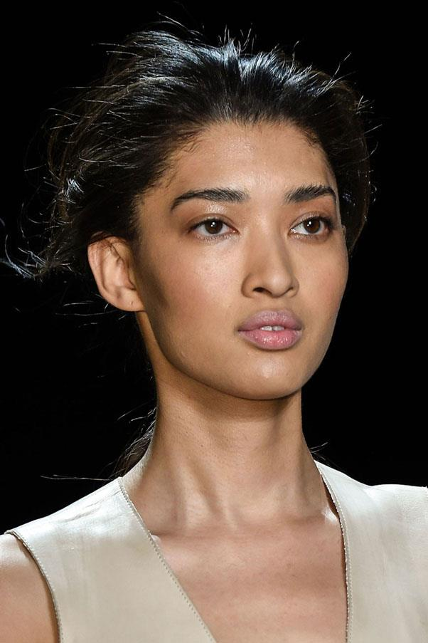 <strong>PRABAL GURUNG</strong> <br><br> The skin had a dewy finish to it at Prabal Gurung and eyes were given a light gloss. <br><br> Imaxtree