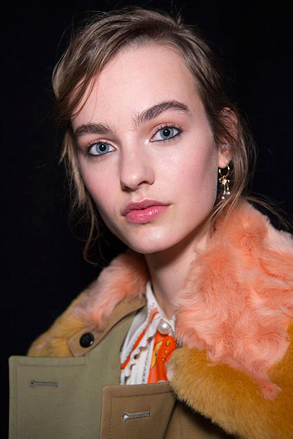 <strong>COACH</strong><br><br> Kohl-lined eyes, flushed lips and cheeks and brushed up brows set the tone at Coach.<br><br> Jason Lloyd-Evans