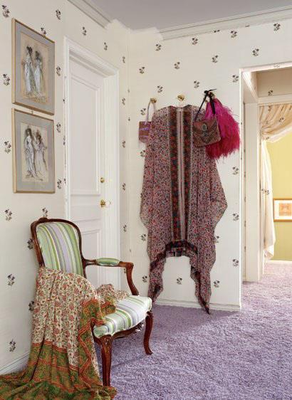 <strong>Elizabeth Taylor</strong> <br><br> Simple elegance is what makes Elizabeth Taylor's wardrobe so lovely.