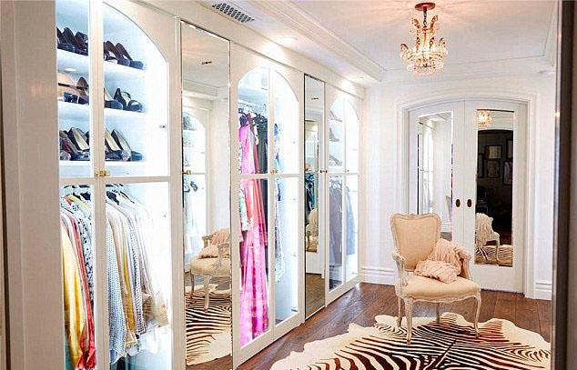 <strong>Lauren Conrad</strong> <br><br> Chandeliers are the celebrity wardrobe must-have.