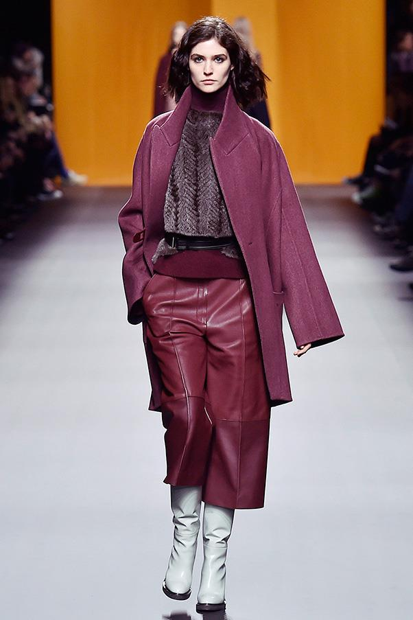 <strong>HERMÈS</strong><BR><BR> While Cybulski played with the non-traditional, she also honoured house codes such as luxurious leather, standout coat silhouettes and textured knits.