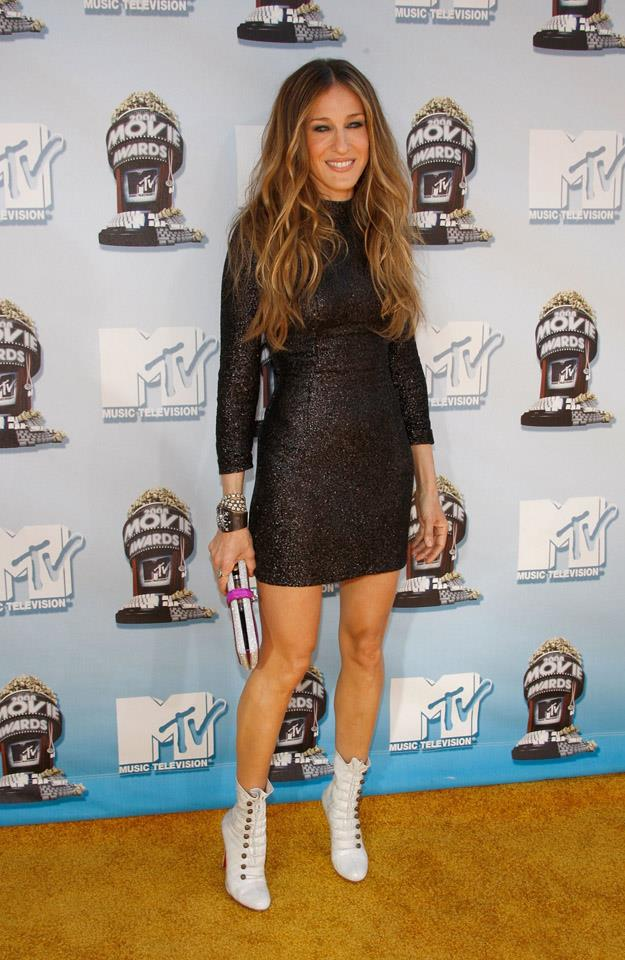 <strong>2008</strong> <br><br> Earning her Cool Mom stripes at the MTV Movie Awards.