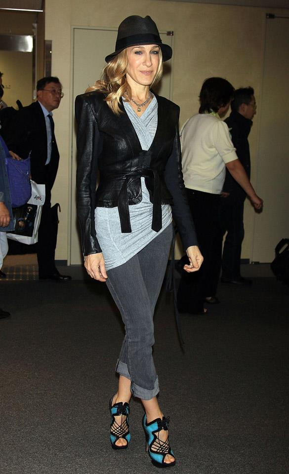 <strong>2010</strong> <br><br> Fresh off a flight to Japan—how else would you expect SJP to travel?
