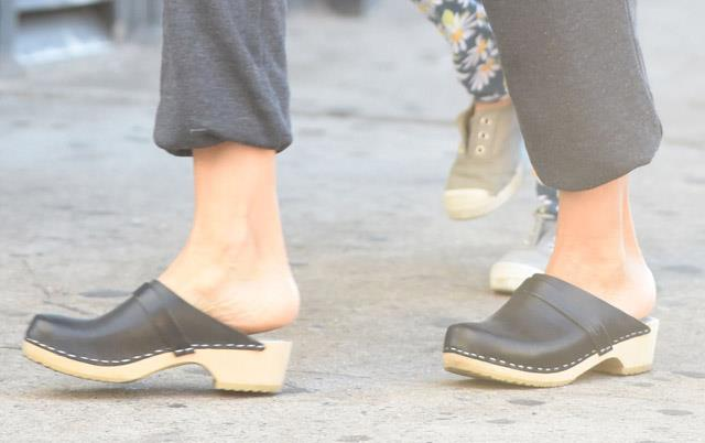 <strong>2015</strong> <br><br> SJP making clogs work while out in NYC.