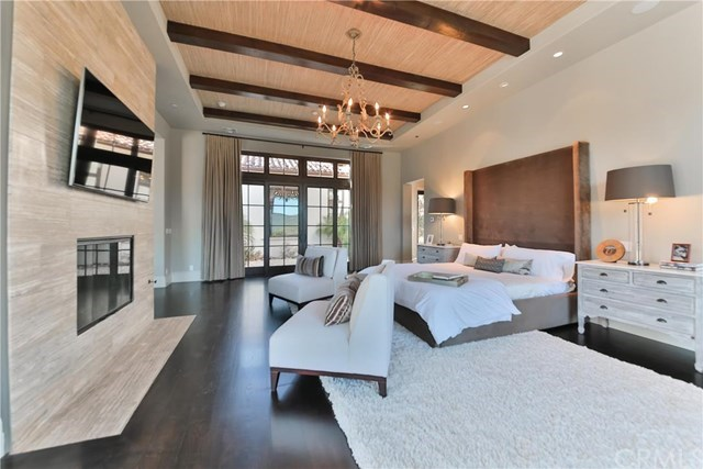 Because obviously this is the master—a luxurious, cavernous room that somehow still manages to feel cozy.