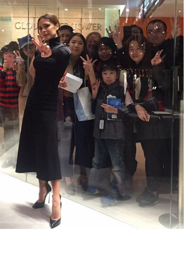 """""""#Loved meeting you all at my store today! #VBHongKong x vb @joycehk"""" <br><br> Image: <a href=""""https://www.instagram.com/p/BDFj8wIliNj/"""">Instagram</a>"""