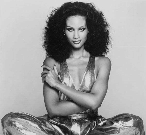 <strong>1975: VOLUMINOUS CURLS</strong> <br><br> While some women preferred defined waves, many women desired a curlier, more voluminous style like that of supermodel Beverly Johnson.