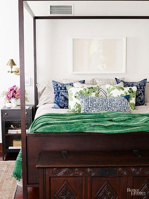 "Jessica Alba, via <a href=""http://www.bhg.com/better-homes-and-garden-magazine/entrepreneur/Jessica-Alba-Honest-Company/?ordersrc=rdbhg1111342"">Better Homes And Gardens</a>."