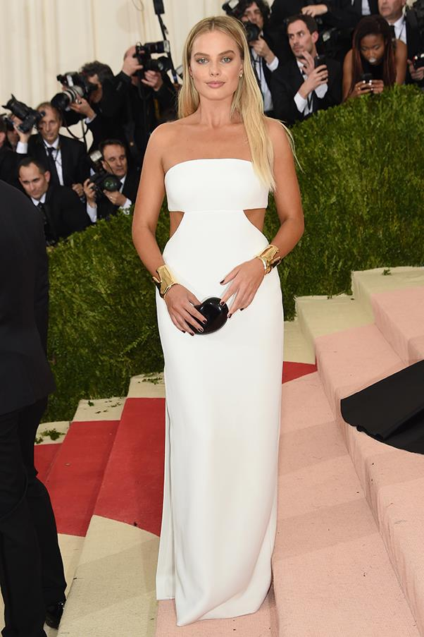 Margot Robbie in Calvin Klein Collection and Tiffany & Co. jewellery