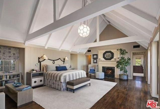 """Cathedral ceilings are the cornerstone of this property. <br><br> Image: <a href=""""http://guests.themls.com/Details/CA/LOS-ANGELES/655-MACCULLOCH-DR/90049/16-979675.aspx"""">theMLS.com</a>"""