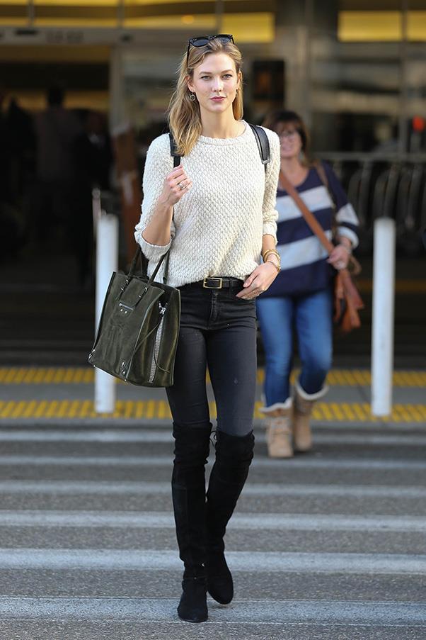 <strong>1. A carryall tote</strong><br><br> Karlie Kloss with a Balenciaga bag