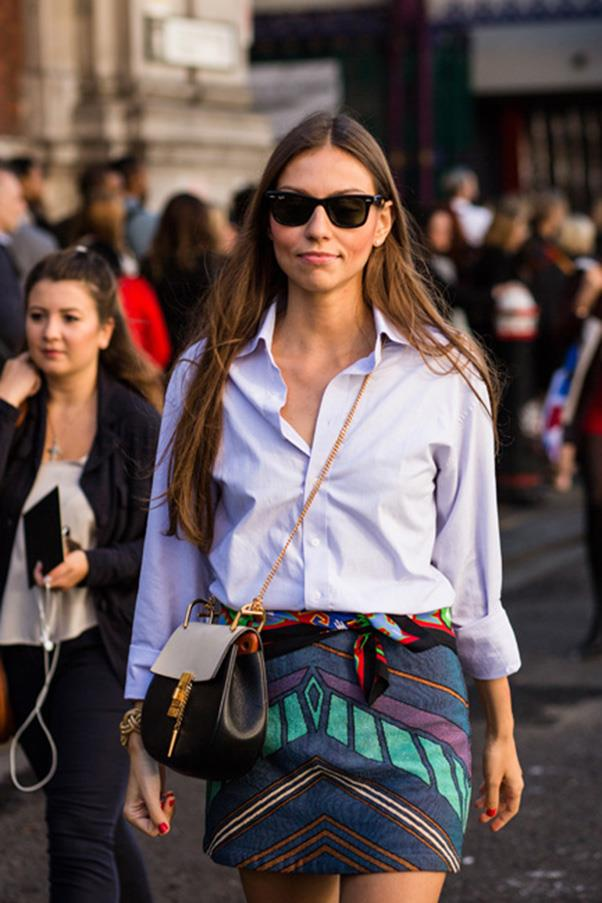<strong>4. A crossbody bag</strong> <br><br> Street style in Milan, with a Chloe ''Drew' bag