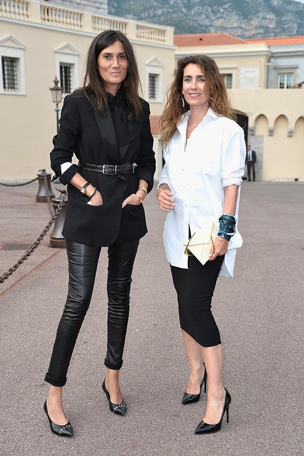 <strong>8. A black pump</strong><br><br> Emmanuelle Alt and Mademoiselle Agnès at the Louis Vuitton cruise '15 show
