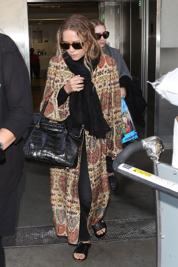 <strong>26. A travel-appropriate cashmere scarf</strong> <br><br> Mary-Kate and Ashley Olsen