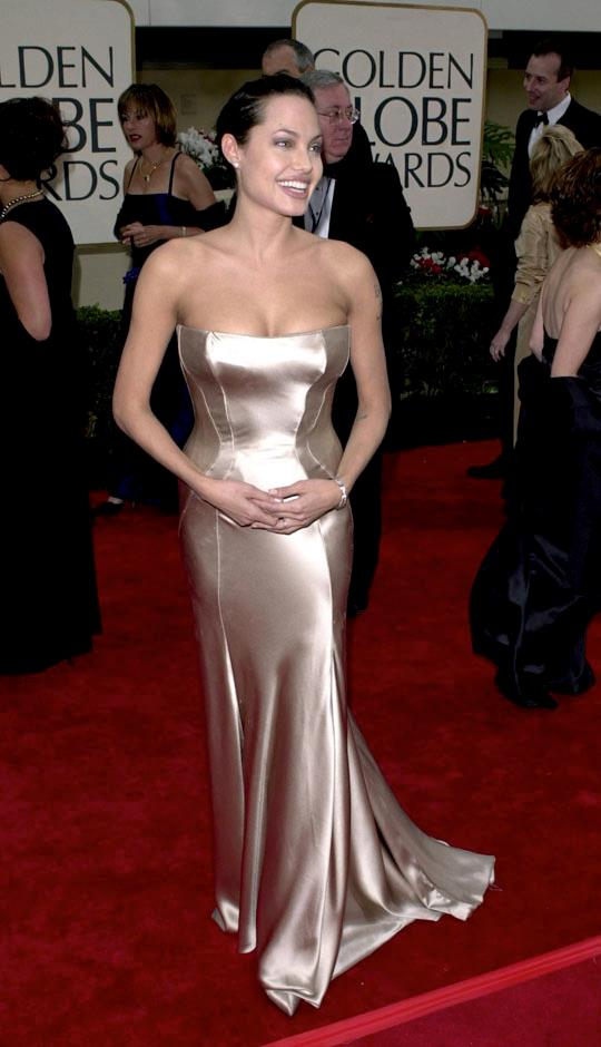 <strong>2001</strong> <br><br> In Versace at the Golden Globes.