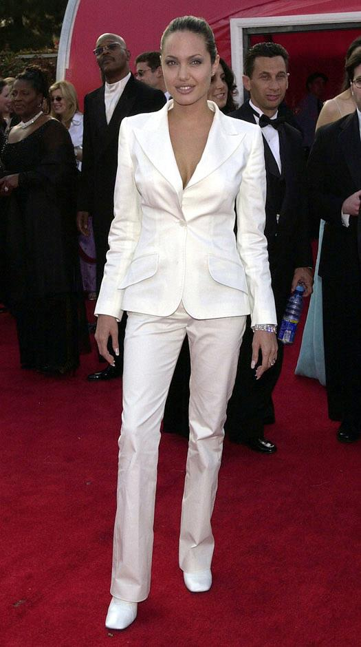 <strong>2001</strong> <br><br> In Dolce & Gabbana at the Academy Awards.