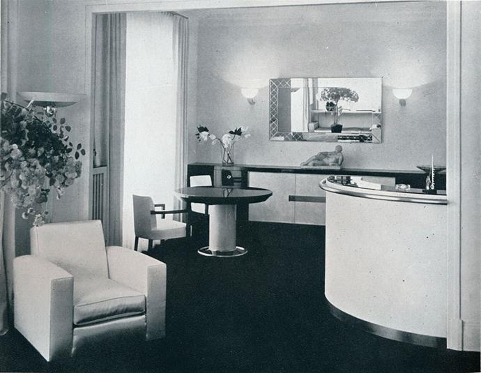 <strong>1940</strong> <br><br> This sweeping bar and entertaining area was designed by French Art Deco modernist designer Jacques Adnet.