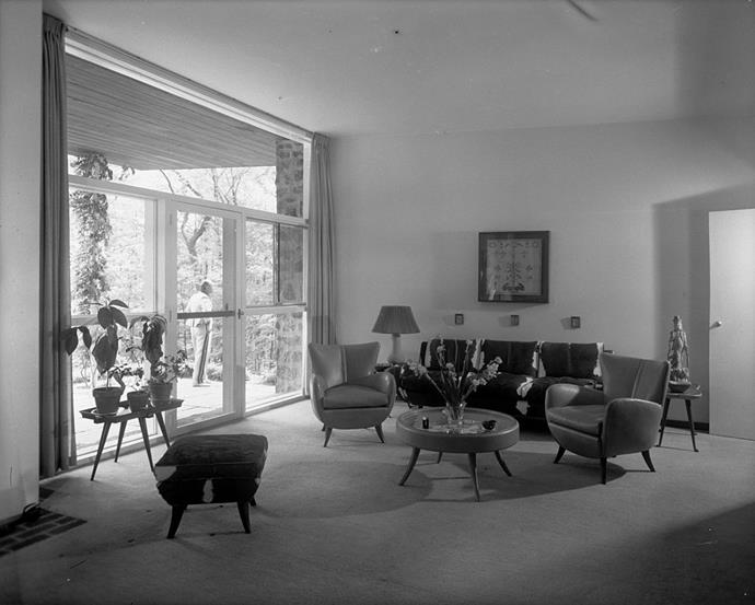 <strong>1950</strong> <br><br> In the living room of architect and designer Ernst Schwadron, angled legs peek out from underneath streamlined furnishings.