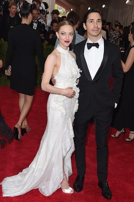 <strong>Amanda Seyfried and Justin Long</strong> <br><br> The pair first met after Amanda liked a joke Justin made on Instagram. That's love in the digital age for you.