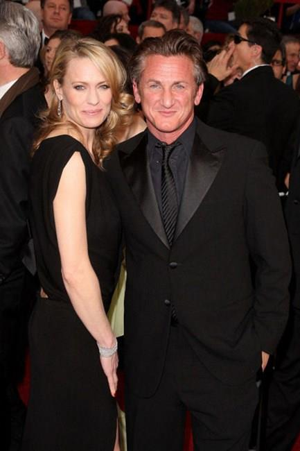"""<strong>Robin Wright and Sean Penn</strong> <br><br> They were together for 20 years! After breaking up and then getting back together numerous times, Wright told <em><a href=""""http://www.usmagazine.com/celebrity-news/news/robin-wright-talks-devastating-sean-penn-divorce-not-traditional-romance-with-ben-foster-2014122#ixzz3LKniq1tk"""">The Telegraph</a></em>, """"If you've got kids, it's a family, and you try again, and you try again. We did that for a long time."""""""
