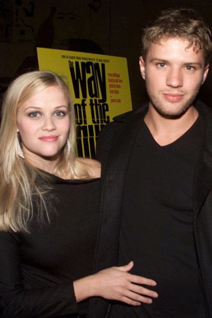 <strong>Reese Witherspoon and Ryan Phillippe</strong> <br><br> They were America's sweethearts! But after eight years, they called it a day.