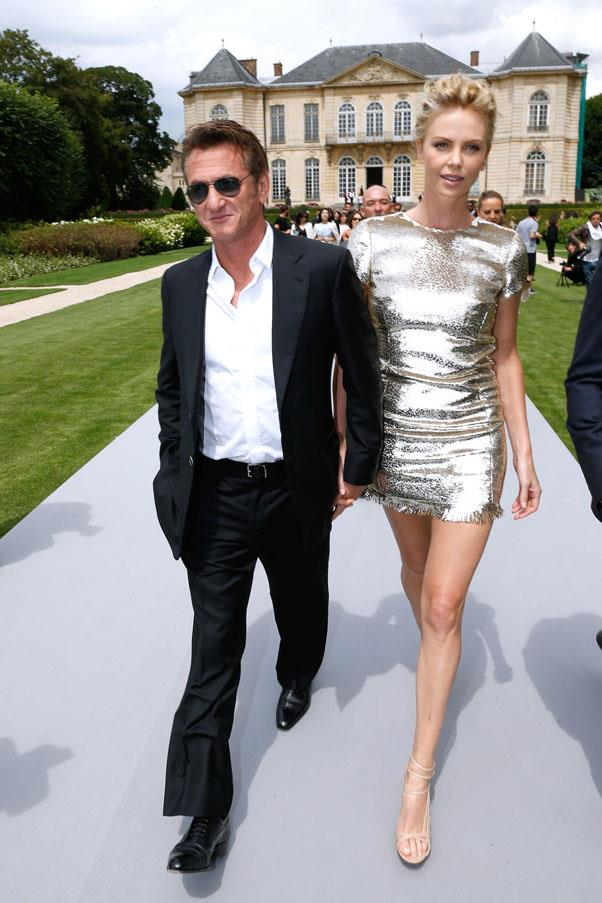 """<strong>Sean Penn and Charlize Theron</strong> <br><br> For them, according to Charlize, the end was plain and simple: """"We were in a relationship and then it didn't work anymore. And we both decided to separate. That's it."""""""