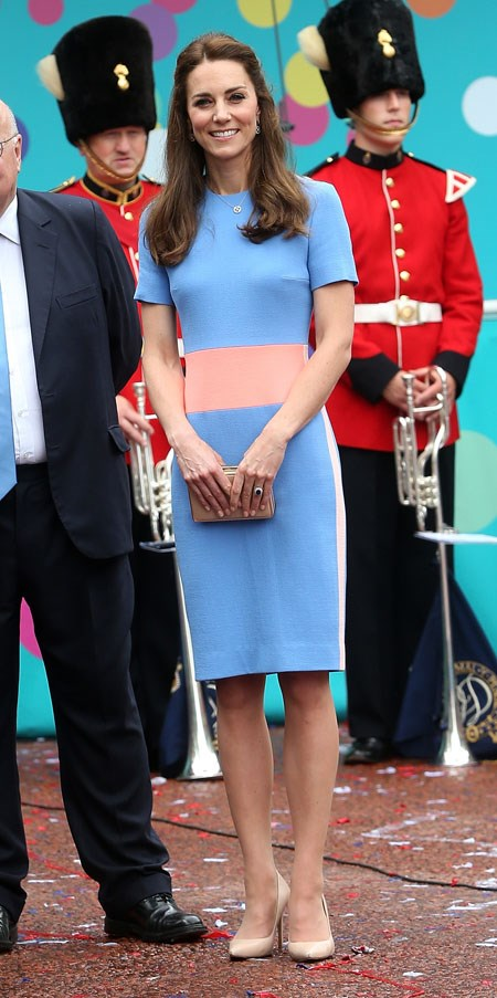 The Royals (and the huge crowd) battled the rain down The Mall in London to celebrate the Queen's very British tea party. Kate opted for colour-blocking in a Roksanda dress, nude clutch and pumps.