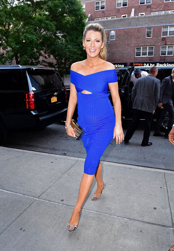 <strong>June 20th, 2016</strong> <br><br> The actress dressed in a blue Cushnie Et Ochs dress, paired with tear drop earrings and a box clutch for an appearance on <em>The Tonight Show</em>.