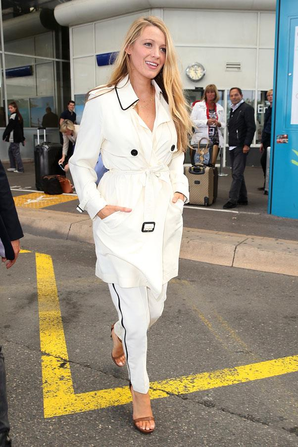 <strong>May 9th, 2016</strong> <br><br> The actress marries maternity and airport style in an all white ensemble with black accents.