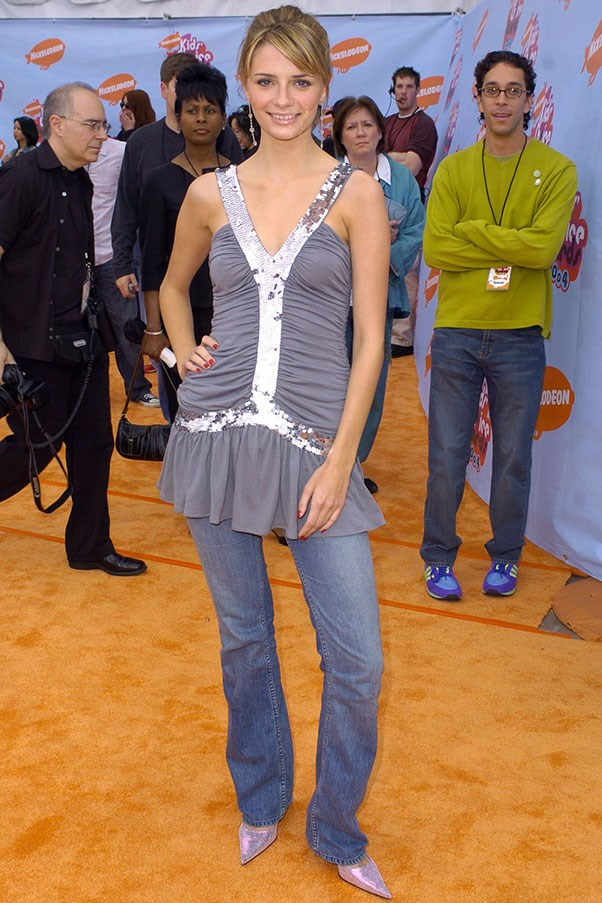 <strong>Dresses over jeans</strong><br><br> Mischa Barton, 2004