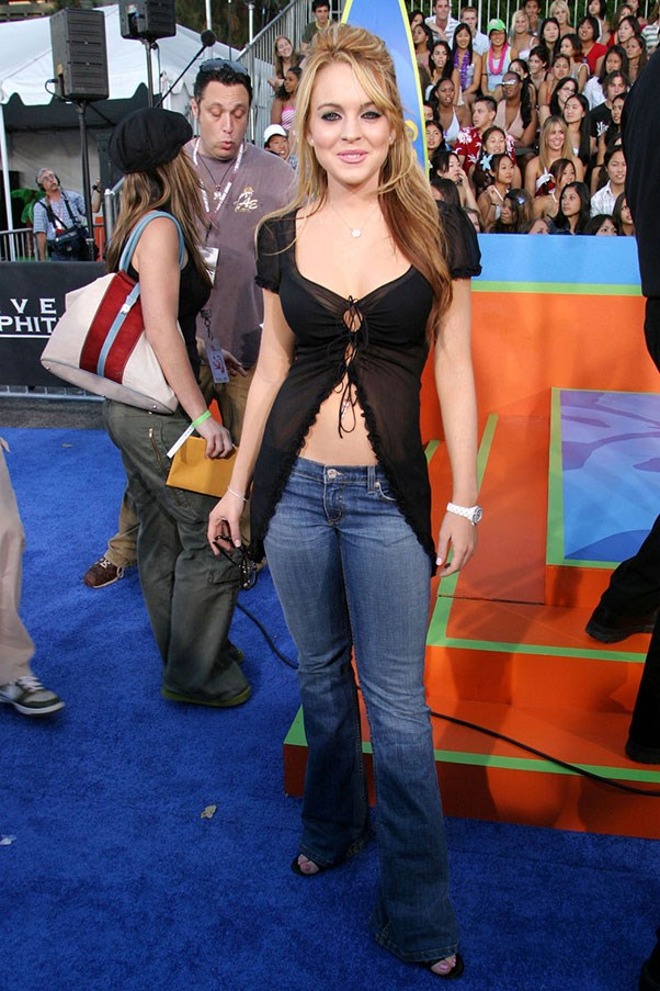 <strong>Split-bottom tops</strong><br><br> Perfect for showing off your belly button ring. Lindsay Lohan, 2003