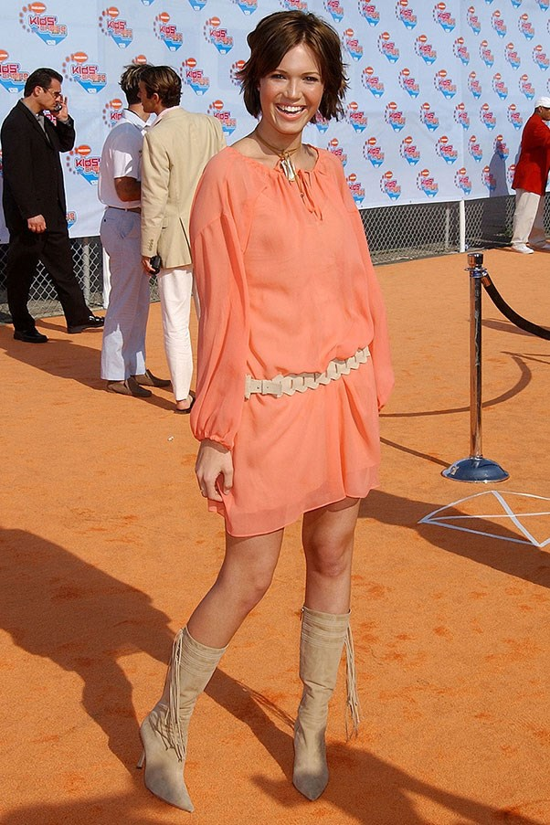 <strong>Pointy below-the-knee boots</strong><br><br> Mandy Moore, 2002
