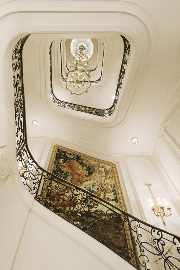 <strong>The majestic, winding grand staircase</strong>