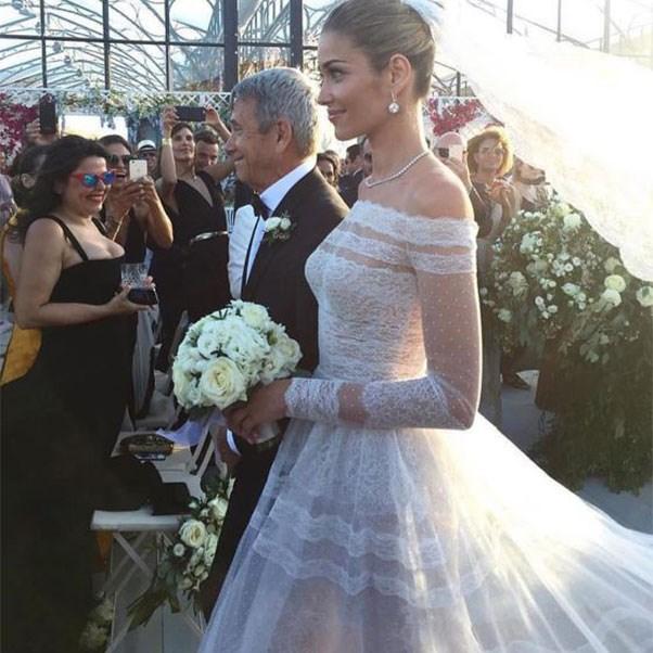 """The bride in Valentino<br><br> Instagram: <a href=""""https://www.instagram.com/p/BHqjmwlBRZq/?taken-by=weddedwonderland"""">@weddedwonderland</a>"""