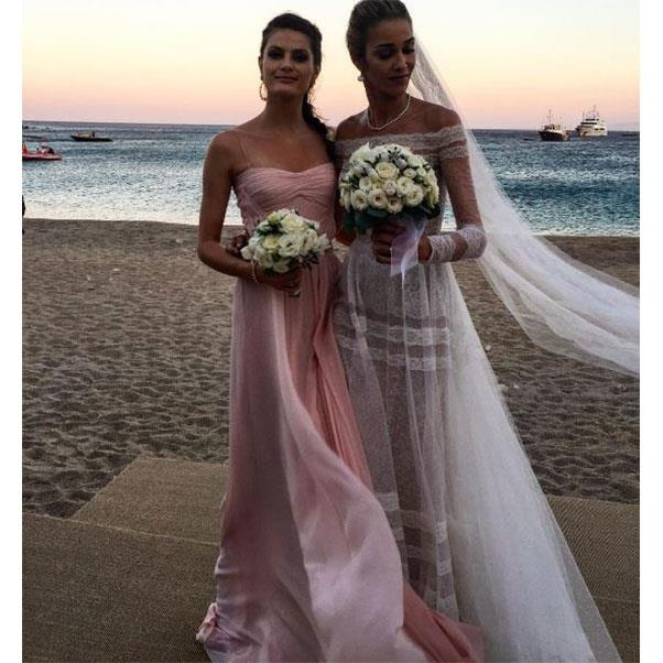 "Isabeli Fontana and the bride<br><br> Instagram: <a href=""https://www.instagram.com/p/BHnZ2OfgsbC/?taken-by=isabelifontana"">@isabelifontana</a>"