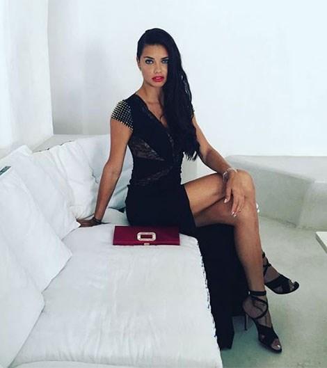 """Adriana Lima<br><br> Instagram: <a href=""""https://www.instagram.com/p/BHmutLuA5O6/?taken-by=adrianalima"""">@adrianalima</a>"""