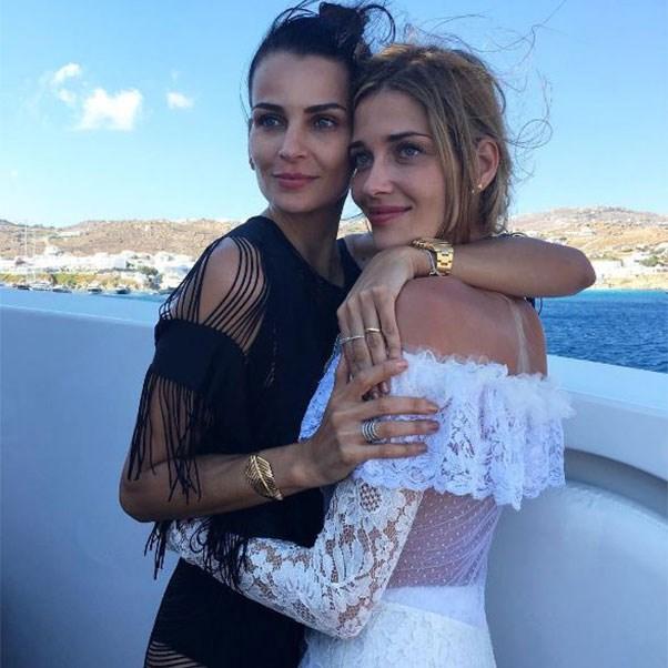 """Fernanda Motta and the bride at the bachelorette<br><br> Instagram: <a href=""""https://www.instagram.com/p/BHlI_Ukj-UM/?taken-by=fernandamottaoficial"""">@fernandamottaoficial</a>"""