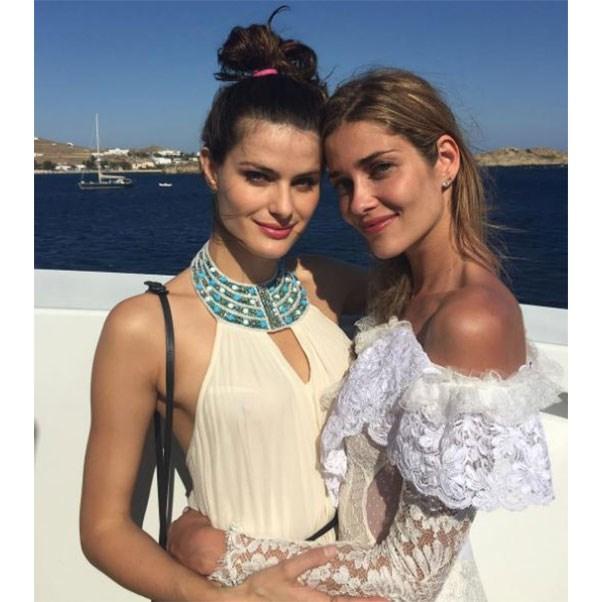 "Isabeli Fontana and the bride at the bachelorette<br><br> Instagram: <a href=""https://www.instagram.com/p/BHkEIVegk-V/?taken-by=isabelifontana"">@isabelifontana</a>"