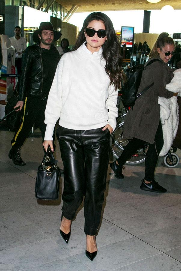 <strong>September 29, 2015</strong> <br><br> Her airport style is on-point. She matched a white sweater with black leather pants.