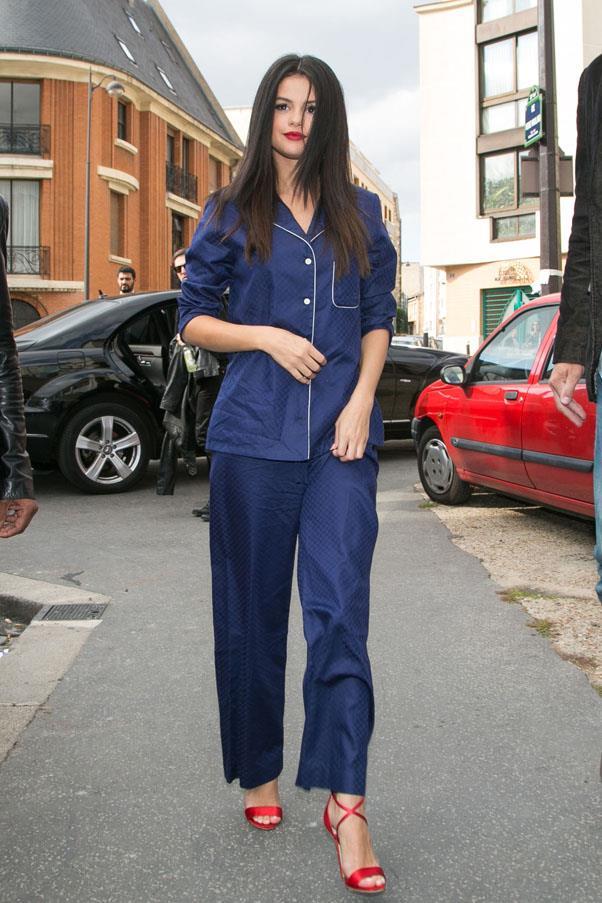 <strong>September 26, 2015</strong> <br><br> Selena rocked the pyjama trend in Derek Rose PJs.
