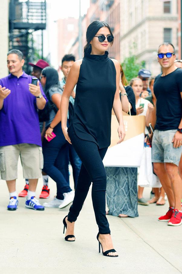 <strong>August 20, 2015</strong> <br><br> Selena stepped out in NYC wearing L'Agence black denim.