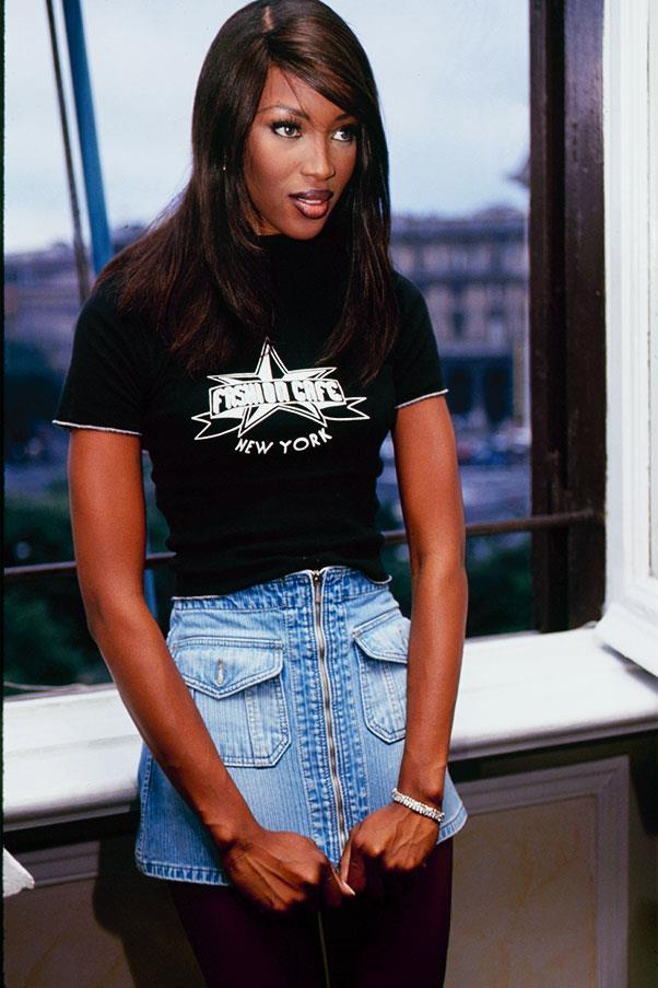 <strong>Black shirt + denim mini skirt</strong><br><br> Naomi Campbell, 1990