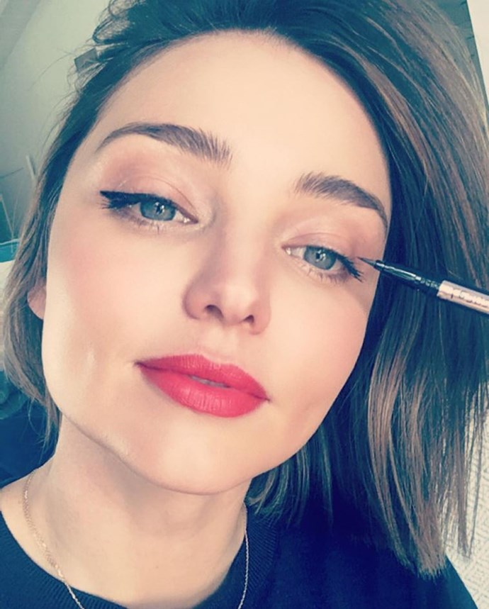 "<strong>Miranda Kerr</strong> <br> Miranda Kerr's eyelash curling methods are on the unconventional side. She once told <em><a href=""http://www.cosmopolitan.co.uk/beauty-hair/news/a26964/miranda-kerr-lash-curl-beauty-hack/"">Lucky</a></em> she uses the back of a spoon and ""a flick of the wrist similar to what a florist would employ when using a pair of scissors to twirl a bit of ribbon."""