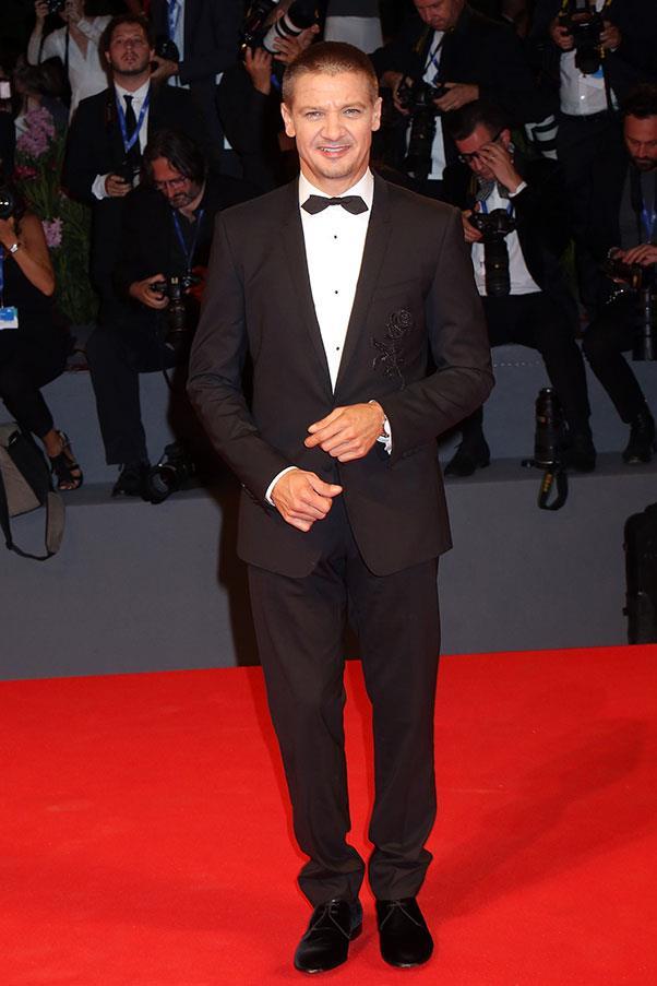 Jeremy Renner at the premiere of <em>Arrival</em>