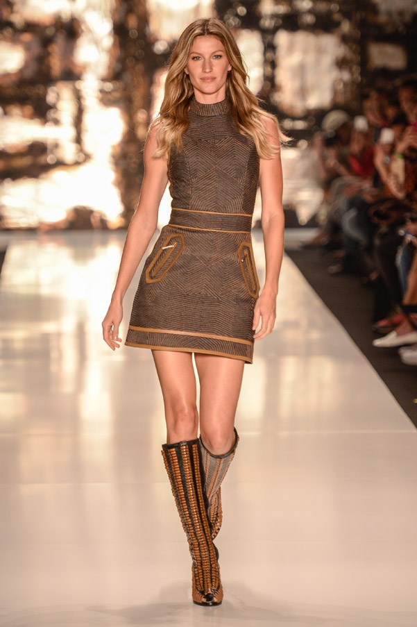 <strong>13. Gisele Bündchen: The Bounce</strong> <br><br> From Chanel to Céline, the highest paid model in the world is never not seen on the catwalk without effortless bouncing hair and a cross-over leg technique that would make us mere mortals topple over. <br><br> <em>Colcci Winter 2015 </em>
