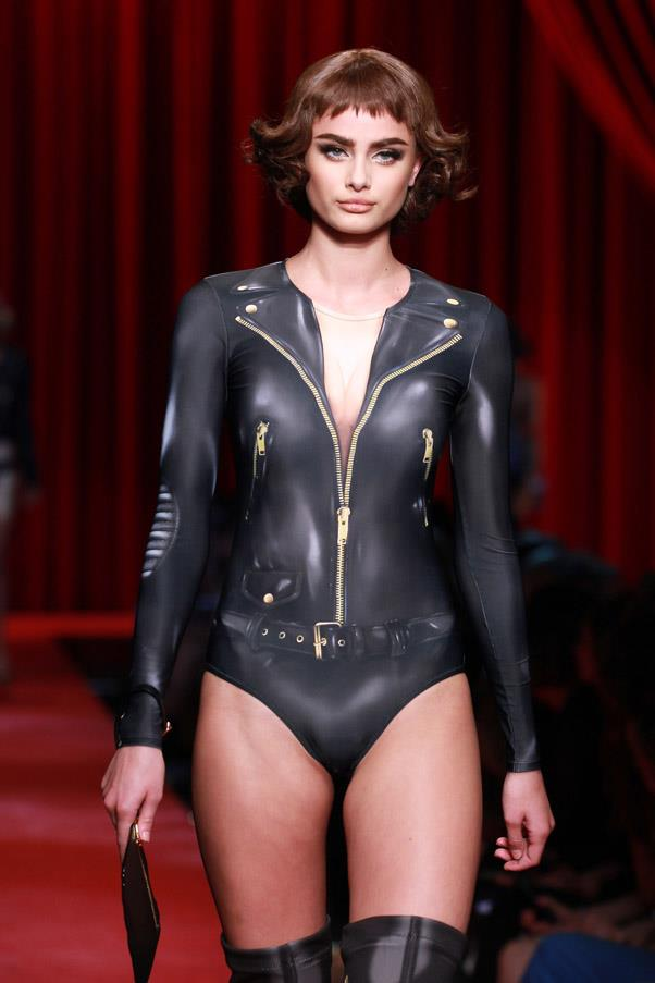 <strong>Runway</strong> <br><br> Taylor Hill