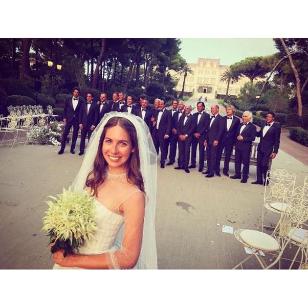 "<strong>The bride and groomsmen</strong><br><br> Instagram: <a href=""https://www.instagram.com/p/BKv1vY-AcFa/?taken-by=derekblasberg&hl=en"">@derekblasberg</a>"