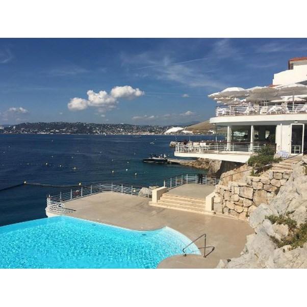 "<strong>The setting</strong><br><br> The Hotel du Cap-Eden-Roc in Antibes, the South of France<br><br> Instagram: <a href=""https://www.instagram.com/p/BK0Ne9ujvqg/?taken-by=lisamariefernandez"">lisamariefernandez</a>"